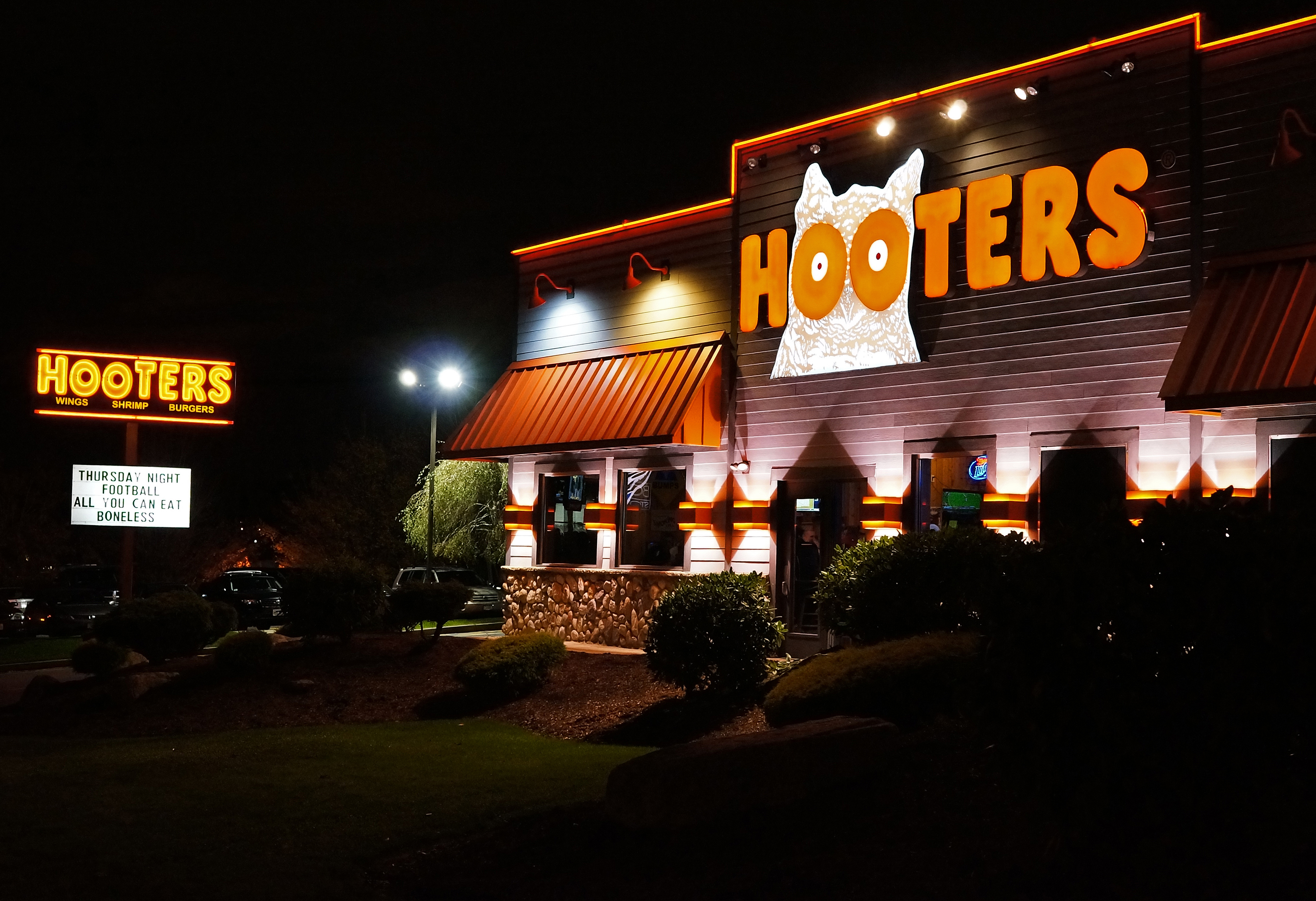 hooters-wallpaper