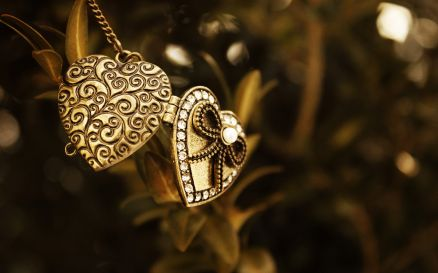 Jewellery Wallpaper