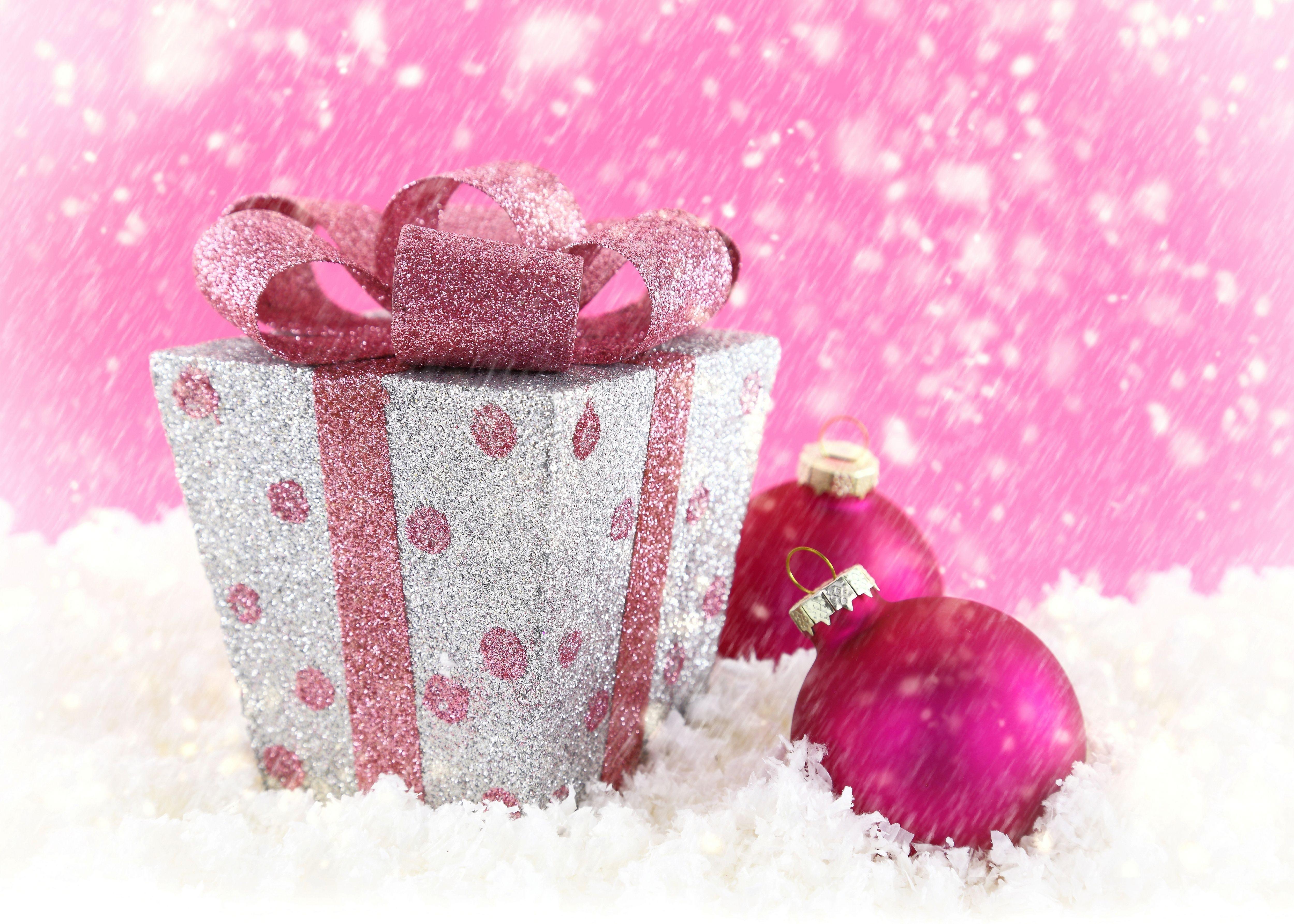 22+ Pink Christmas Wallpaper by Hyder Guilliland, GOLDWALL