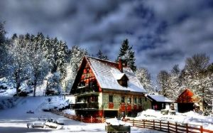 Winter Cottage Wallpaper
