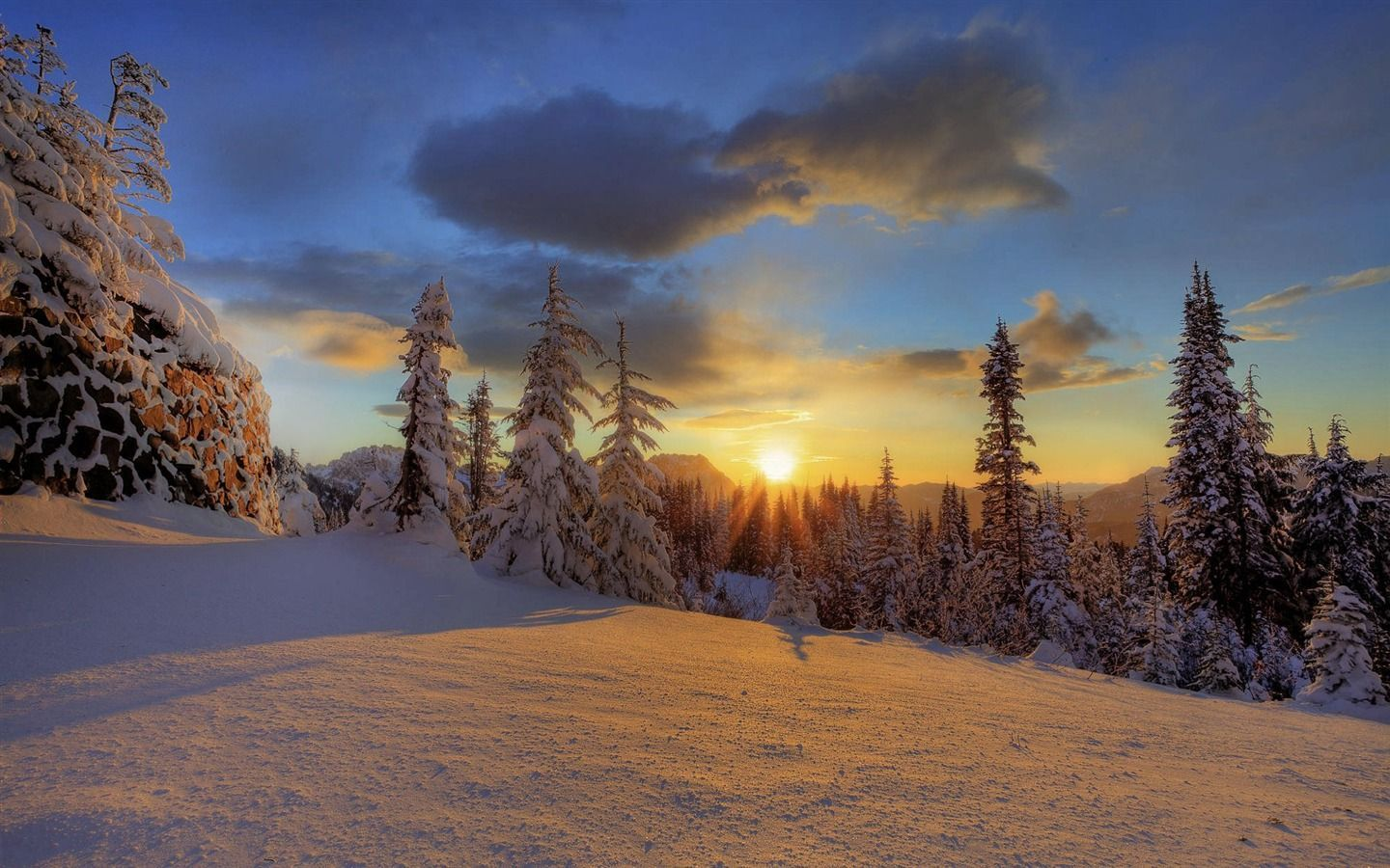 Winter screensavers wallpaper free download by berwyn ingree for Sfondi desktop inverno montagna