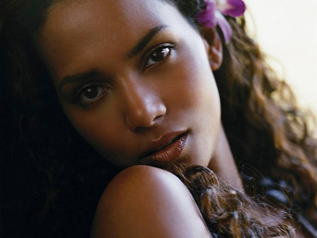 halle-berry-wallpapers