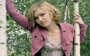 Julia Stiles Wallpaper HD