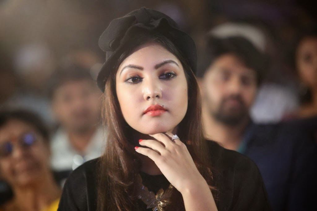 Mobile kamapisachi actress pictures full hd kamapisachi actress wallpapers thecheapjerseys Choice Image