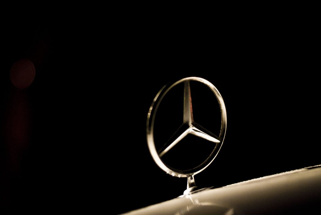 HD Mercedes Logo 4k Wallpaper for Ipad