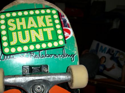 Shake Junt Wallpaper