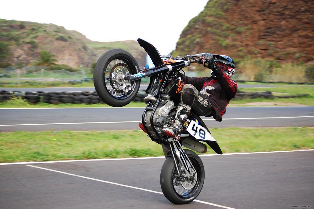 Stunt Bike Backgrounds By Vita Dawidman On Freshwall